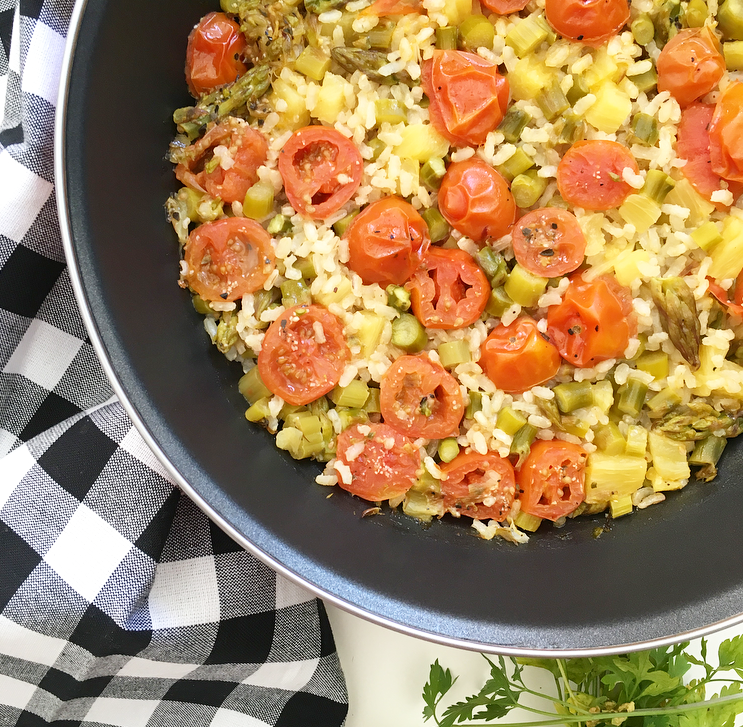 Arroz tropical con espárragos y tomates cherry