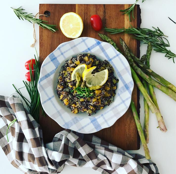 Cremoso de quinoa negra con calabaza y espárragos